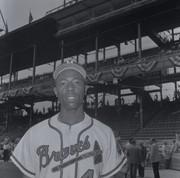 Portrait of Hank Aaron in his Milwaukee Braves uniform.