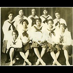 Della Robbia Girls basketball team