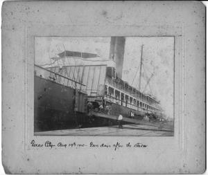Loading a passenger ship in Texas City in 1915