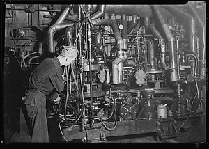 Millville, New Jersey - Glass bottles. Whitall Tatum Co. A Lynch bottle machine at work. In the center may be seen a blob of molten glass ready to drop into a mould.