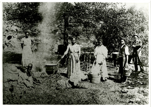 Photograph of African Americans washing clothes, Auraria, Georgia, 1900