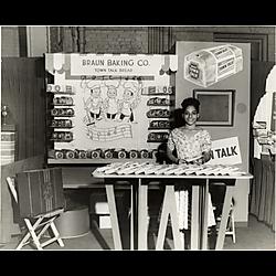 Promoting display for Braun Baking Co.