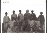 Missionar Ramseyer und Sklavenkinder Rev. Ramseyer with