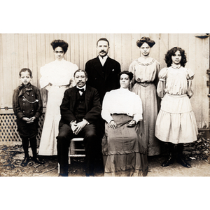 Family portrait, seven people of three generations (photo 1)
