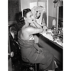Lena Horne in dressing room at the Stanley Theatre