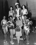 Dorothy Dandridge with beauty contestants