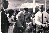 Photograph of Muhammad Ali and Theron Goynes at Highland Elementary School, November 4, 1965