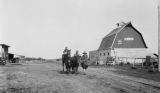 Slave Lake (Alberta), family traveling by foot to Grand Prairie from Edmonton
