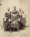 A negro woman from Cameroon with children (Christians) Eine Negerfrau aus Kamerun mit Kindern (Christen)