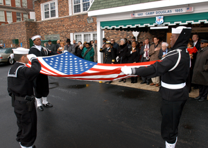 """US Navy (USN) Sailrs, Naval Statin (NS) Great Lakes Funeral Detail fld the Natinal ENSIGN in hnr f William Sylvester White. Dubbed """"The Glden 13"""", he was ne f the Navys first 13 African-American fficers. Mr. White, 79, served in the Navy frm 1943-1946, earning the rank f Lieutenant Junir Grade (LTJG). Fllwing his cmmissin at Naval Training Statin, Great Lakes in 1944, he served as a Public Affairs Officer (PAO) at bth Ninth Naval District and in Washingtn, D.C. A 1937 graduate f the University f Chicag Law Schl, White served as an Illinis Appellate Curt Judge in the last years f his career. He returned t Great Lakes several times including fr the dedicatin..."""