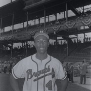 Portrait of Hank Aaron in his Milwaukee Braves uniform.