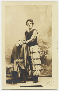 Real photo postcard of Pollie Thomas, between 1904 and 1918
