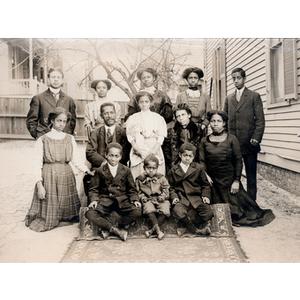 Family portrait, family of thirteen